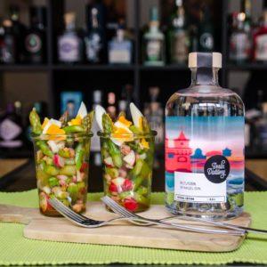 Berlin Distillery Beelitzer Spargel Gin mit dekorativem Spargel-Garnish