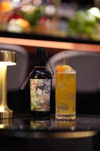 Flasche mit Cocktail Windspiel Alkoholfrei