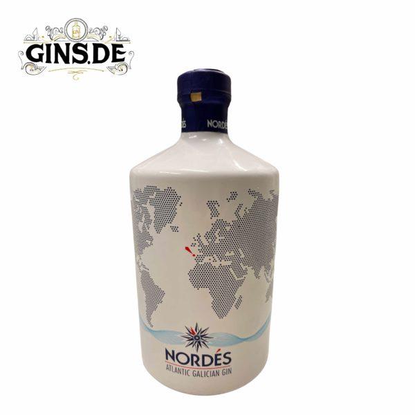 Flasche Nordes Gin