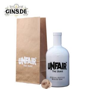 Flasche mit Tüte The Duke Rough Gin Unfair Edition